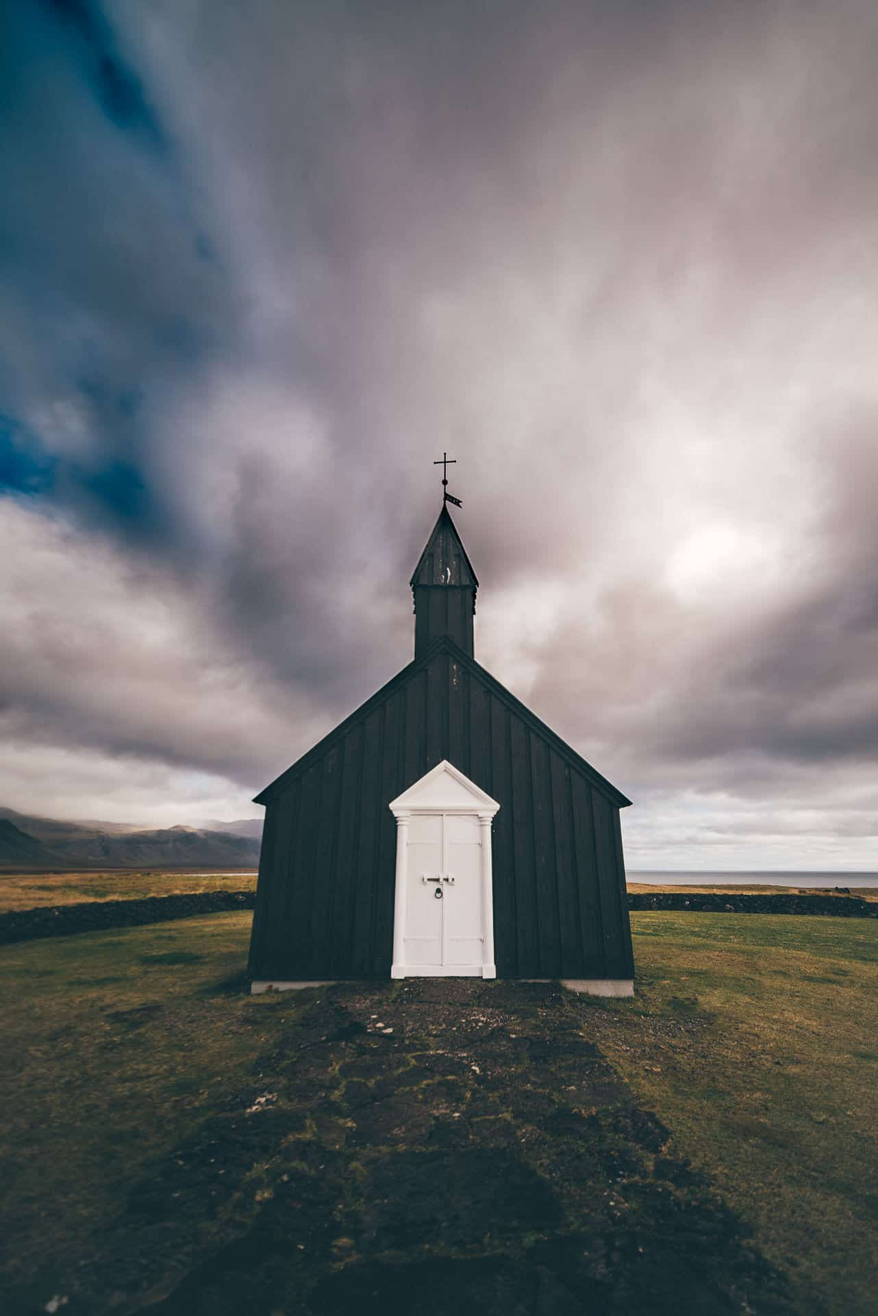 Destination-Wedding-Photographer-Iceland-Budir-BlackChurch-MathiasBrabetz-1
