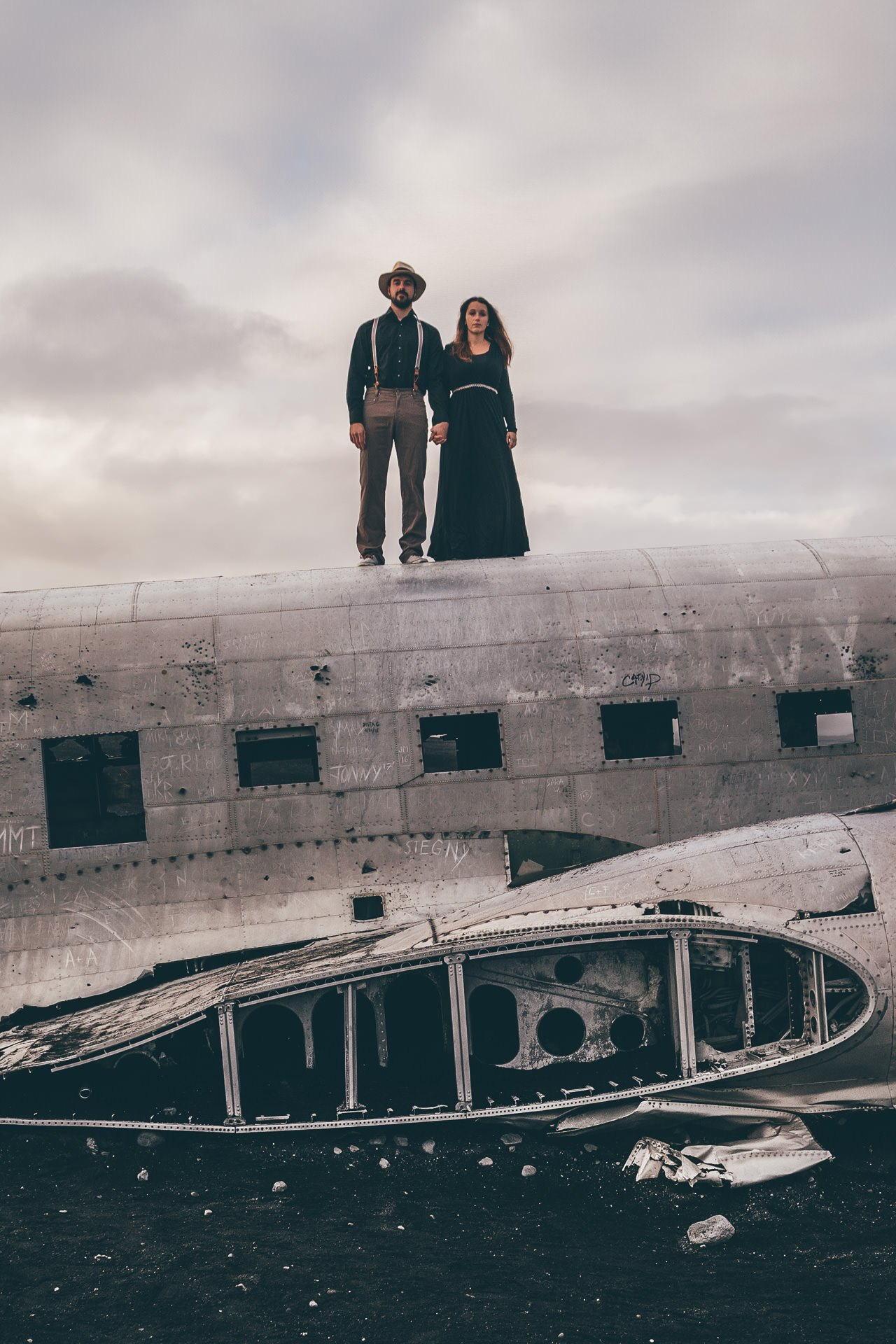 Destination-Wedding-Photographer-Iceland-Solheimasandur-PlaneWreck-MathiasBrabetz-12